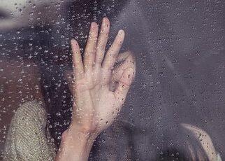 طلقني غيابي واتجوز عليا أشعر بحزن واكتئاب